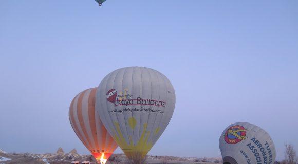 Kapadokya'da Balonun Havalanışı